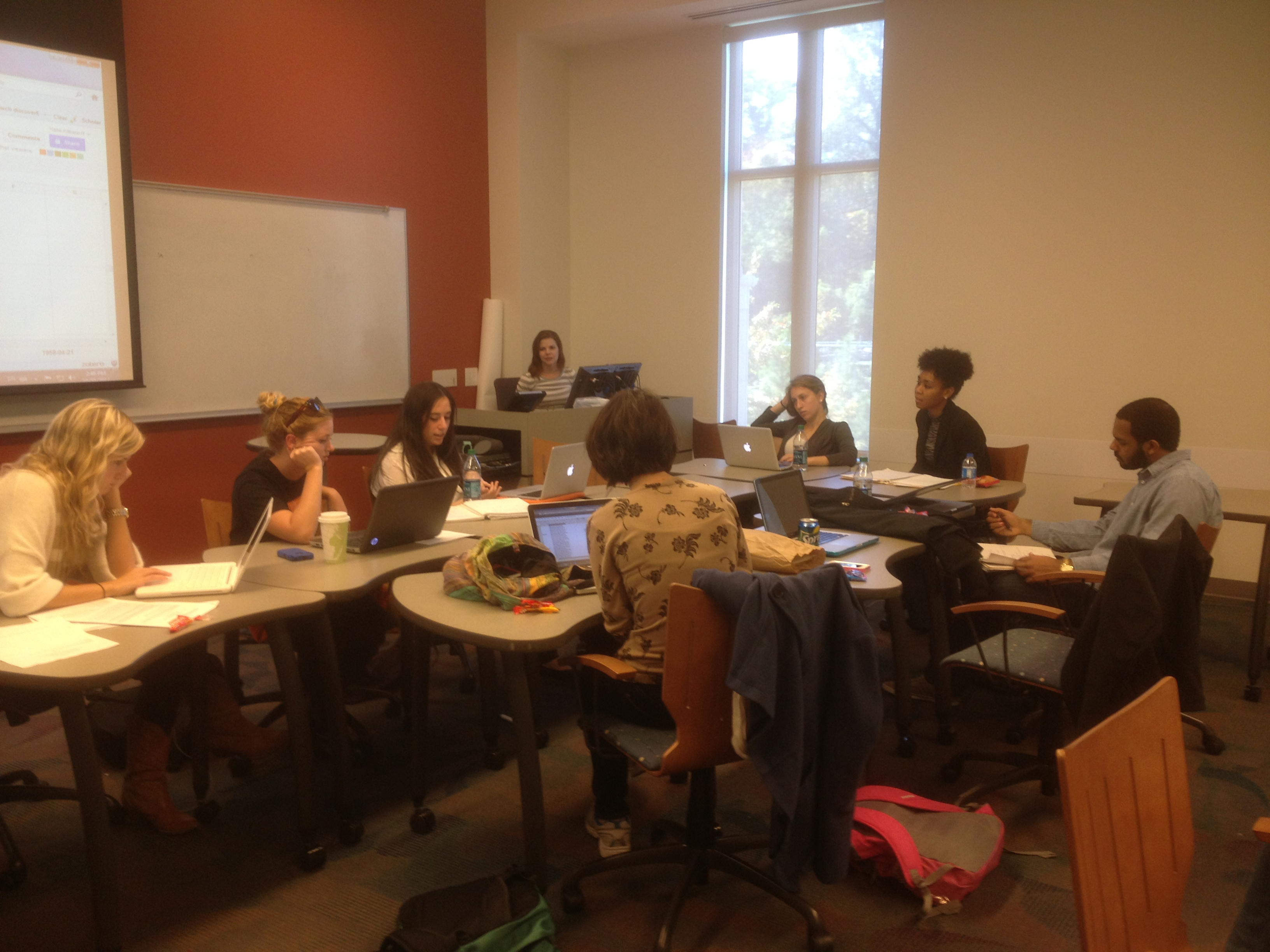 Cold case students in fall 2012 workshop their findings in Brazier case.